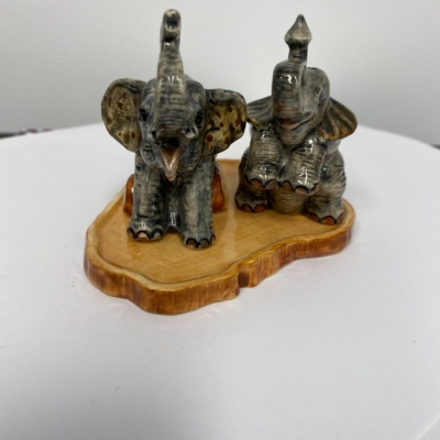 Vintage ELEPHANT SALT & PEPPER SHAKERS 3 Pce set 8cm tall