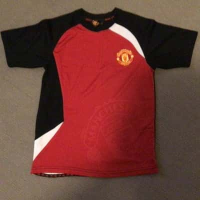 NWOT Kids  MANCHESTER UNITED T SHIRT Size 10  Black /Red/White/Yellow