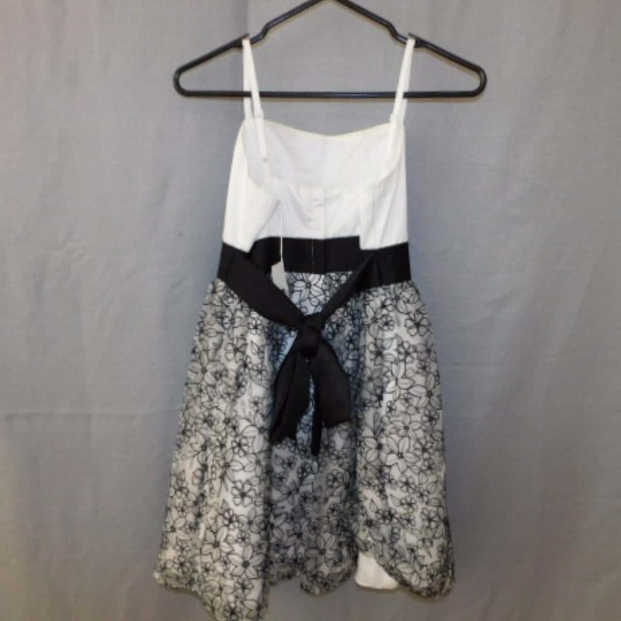 Friends By Jesse Girls Black/White Floral Formal Dress Size 14