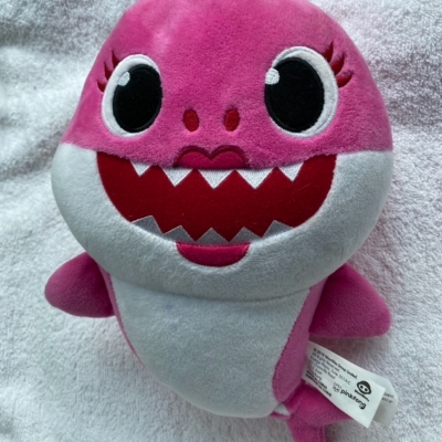 Pinkfong Baby Shark Pink Mummy Shark Singing Plush