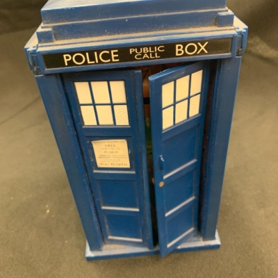 Dr Who Telephone Tardis with opening doors