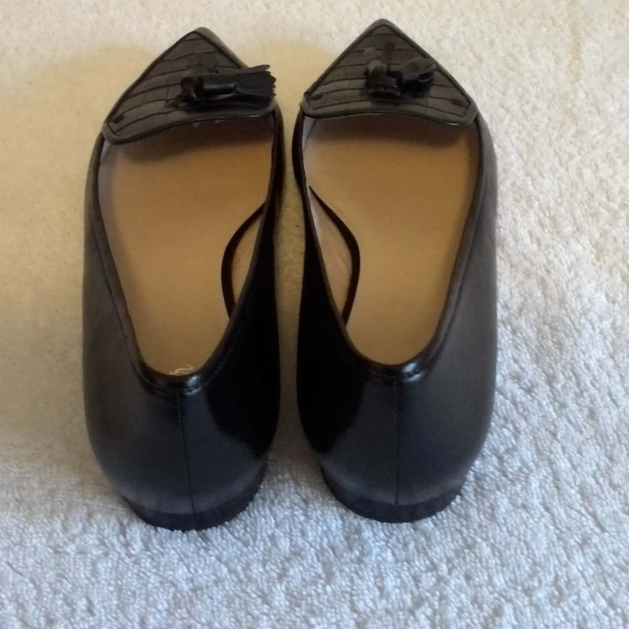 BNWT Womens WITTNER STYLISH BLACK LEATHER FLAT COURT SHOE   Size 9.5 'SONARI' RRP $149.95